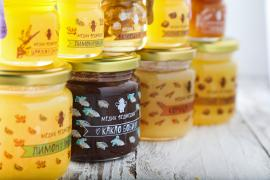 Honey and honey mixtures in a gift set from Medic Bear